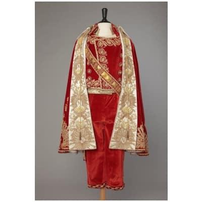 Habit complet du costume de Napoléon en velours rouge brodé or 1987