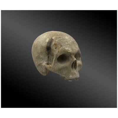 Crâne en bois sculpté et laqué Epoque XVIIIème