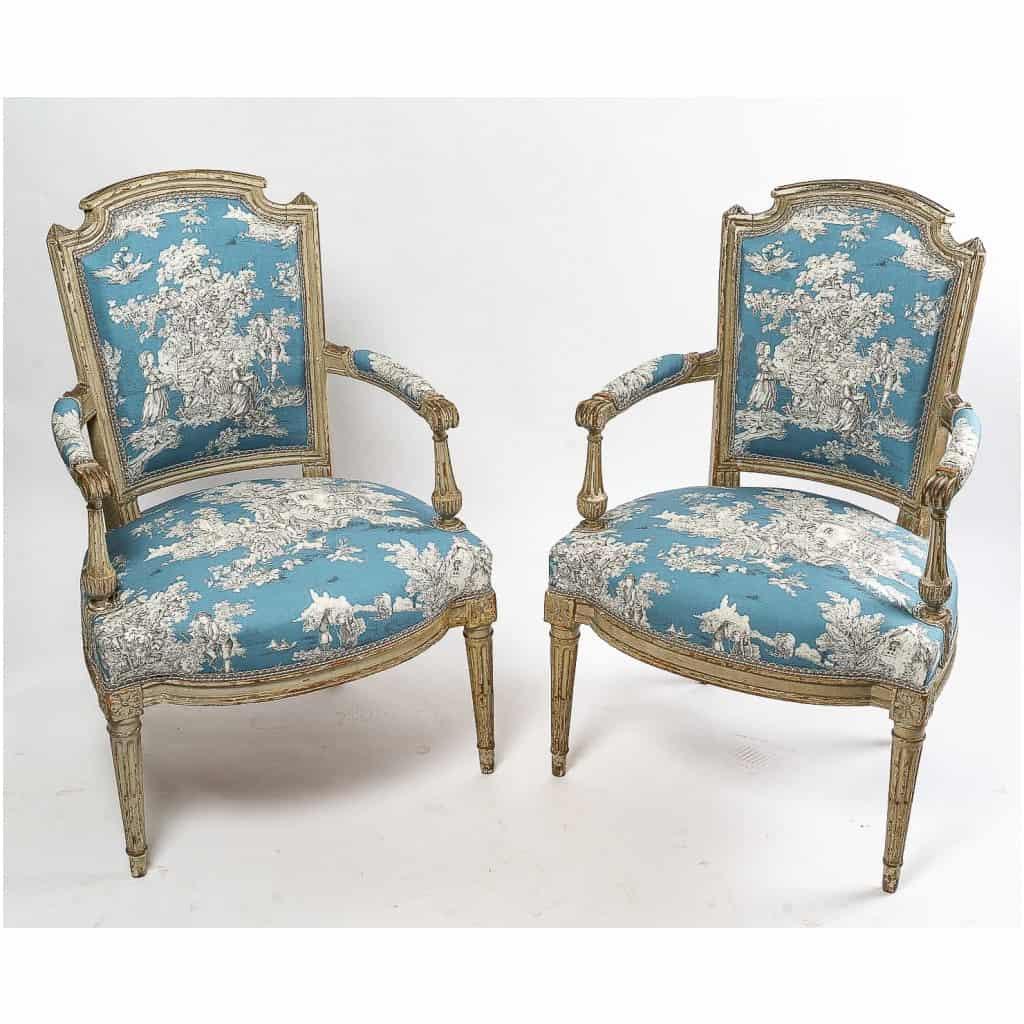 Paire de fauteuils en hêtre laqué mouluré et sculpté époque Louis XVI vers 1780 4