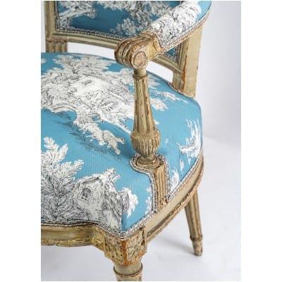 Paire de fauteuils en hêtre laqué mouluré et sculpté époque Louis XVI vers 1780