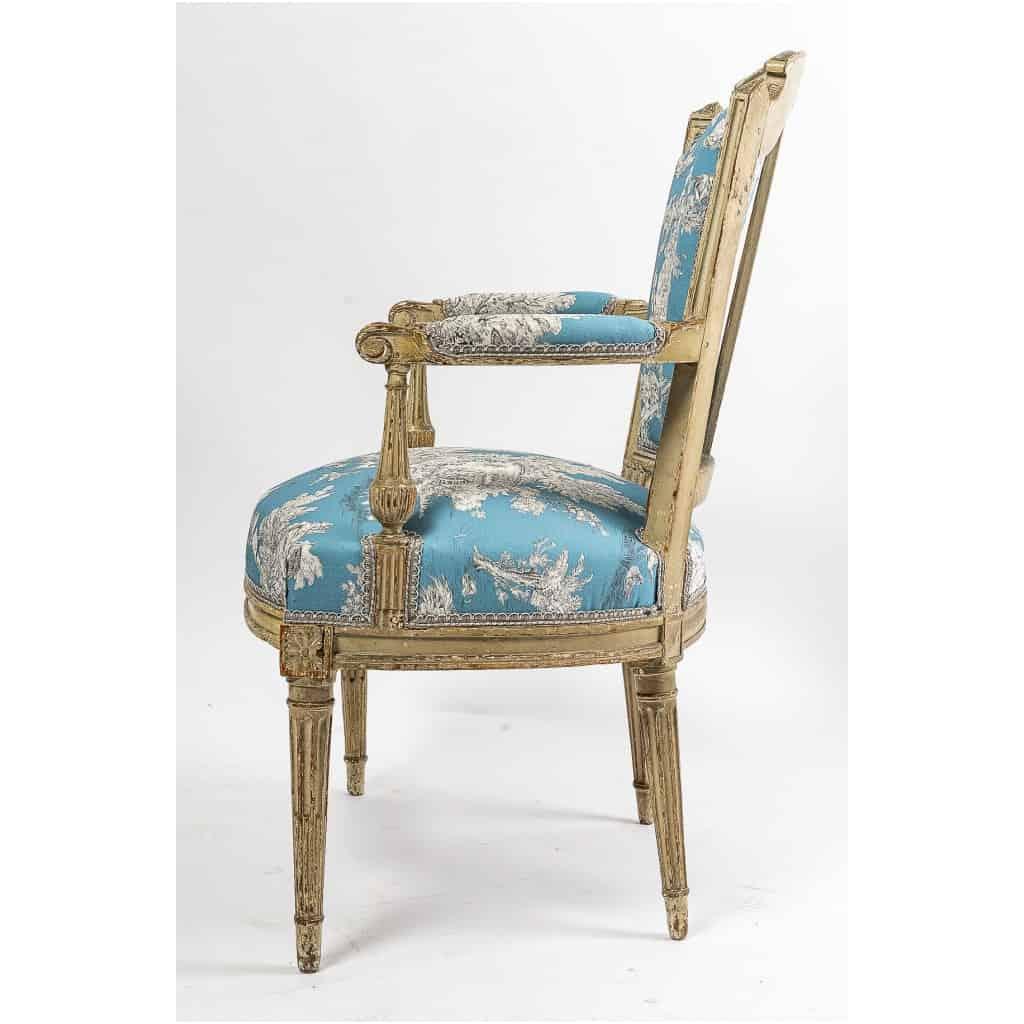 Paire de fauteuils en hêtre laqué mouluré et sculpté époque Louis XVI vers 1780 10