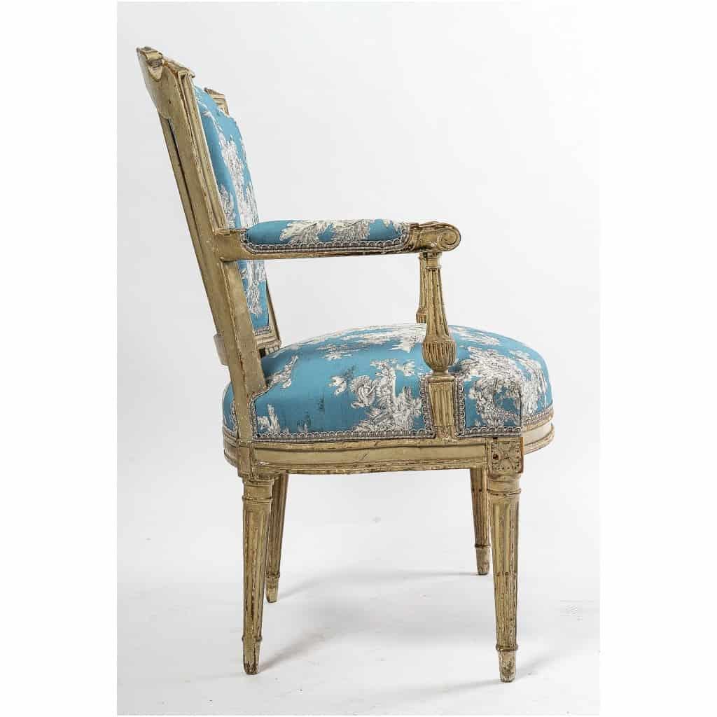 Paire de fauteuils en hêtre laqué mouluré et sculpté époque Louis XVI vers 1780 12