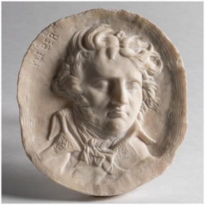 "D'après David d'Angers (1788-1856), ""Kleber"", médaillon en marbre, XIXe"