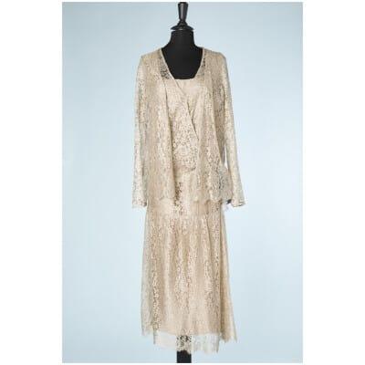 Robe et veste 1920 en dentelle champagne et fleurs en tissu