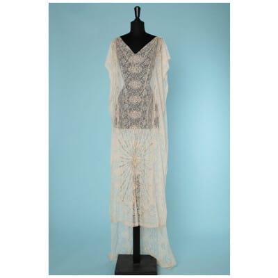 Robe 1910 en dentelle avec un motif de soleil perlé