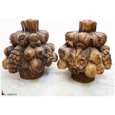 """Paire de sculptures en bois """"Grappe de fruits"""", Haut. 34 cm, Mi. XXe"""