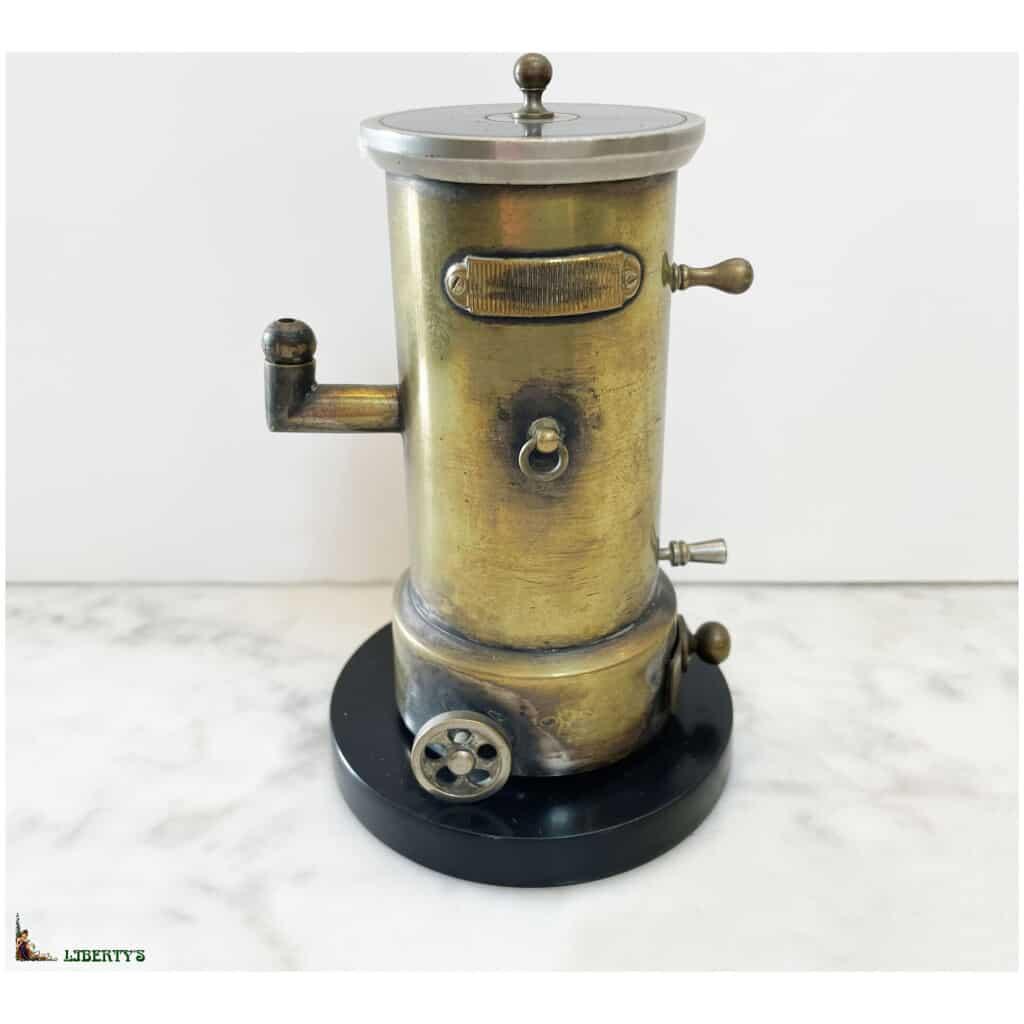 """Pyrogène laiton """"Machine à vapeur"""", haut. 13 cm, Fin XIXe"""