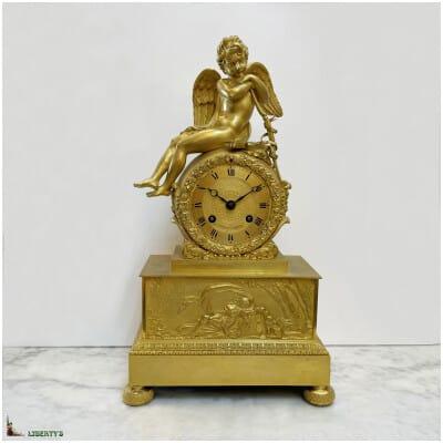 Pendule avec ange en bronze doré au mercure signée Cotiame à Paris, haut. 36 cm (Deb. XIXe)