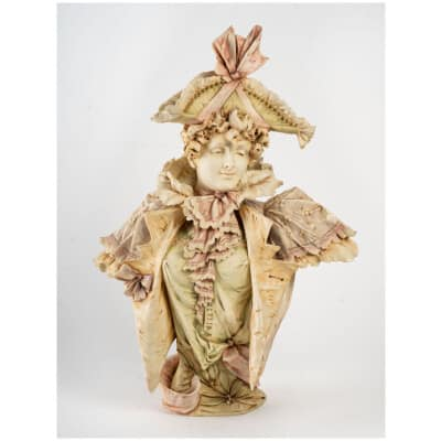 Buste d'une Elégante au chapeau :» une MERVEILLEUSE » 1900