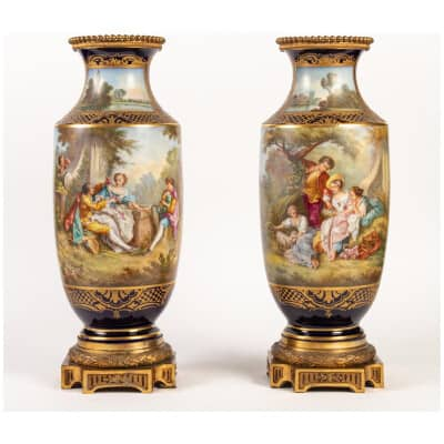 Paire de Vases Bleu de Sèvres» décor à la Wateau «