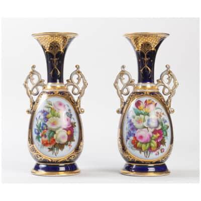 Paire de vases bleu de Sèvres Bayeux XIXème