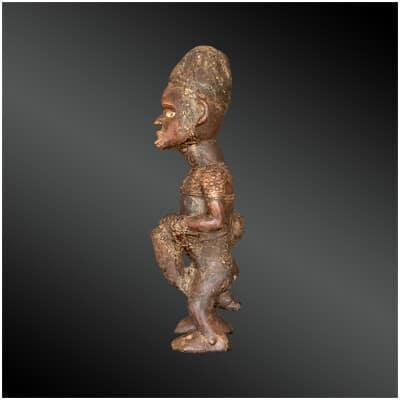 STATUETTE figurant un TAMBOURINAIRE Culture Kongo, République Démocratique du Congo Première moitié du XXème siècle