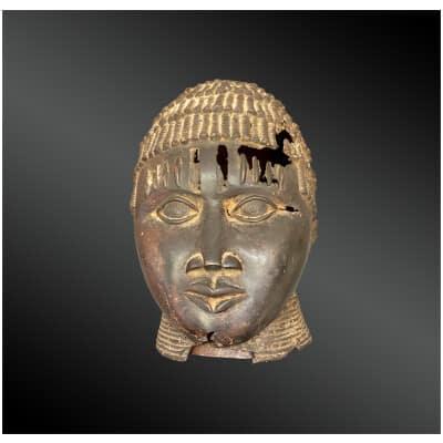 TÊTE ANTHROPOMORPHE Uhumwelao Culture Edo, royaume du Bénin, Sud du Nigéria
