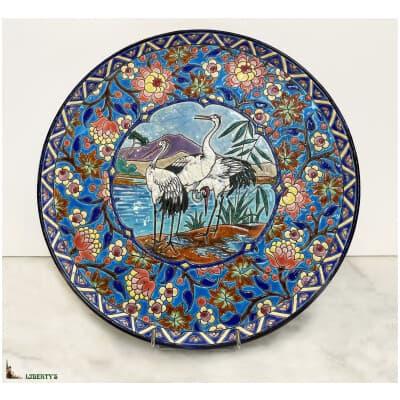 Plat avec cartel Emaux de Longwy, décor de hérons, diam. 31 cm, (1920-1930)