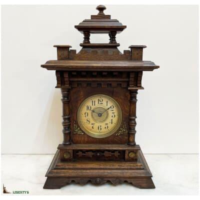 Pendulette bois avec boîte à musique, haut. 39 cm, (Fin XIXe)