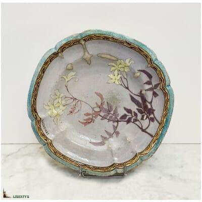 Assiette emaillée avec fleurs de E. Lachenal, diam. 25.5 cm, (Fin XIXe)