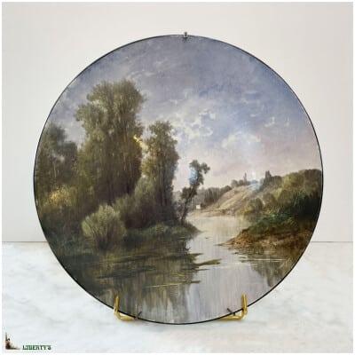 Plat porcelaine lenticulaire peint avec paysage, signé S. Salogs, diam. 37 cm, (Deb XXe)