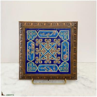 Dessous de plat avec boîte à musique Emaux de Longwy, 29 cm x 29 cm, (Fin XIXe)