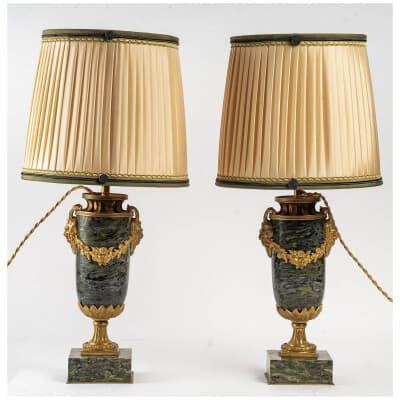 Paire de vases montés en lampes en Marbre Serpentino Verde et décor de bronze ciselé et doré de Satyres