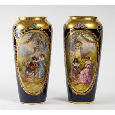 Une paire vases bleu de Sèvres