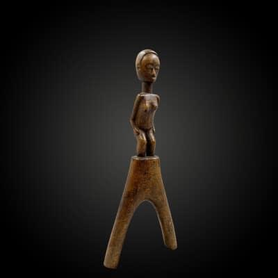 LANCE-PIERRE ou FRONDE ANTHROPOMORPHE Culture Baoulé, Côte d'Ivoire Première moitié du XXème siècle