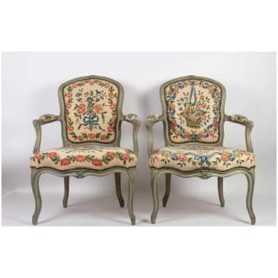 Paire de fauteuils cabriolets d'époque Louis XV (1724 – 1774).