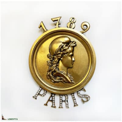 Broche Paris plaqué or avec strass de Pierre-Bex, haut. 9 cm, (1989)