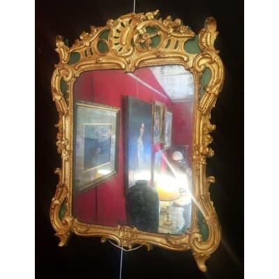 Miroir Époque Louis XV À Décor Rocaille – Bois Doré Laqué Vert – 18ème