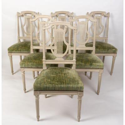 Série de 12 chaises de style Louis XVI. Modèle Lyre, fin XIXème