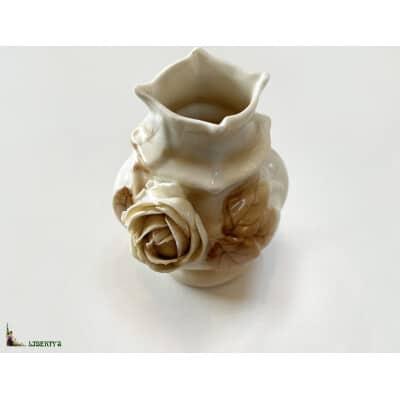 Vase porcelaine de Rudolstald avec rose, haut. 9 cm (Fin XIXe)