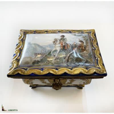 Boîte porcelaine «Napoléon à la bataille d'Austerlitz», 16 cm x 11 cm, (Fin XIXe)